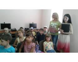 К. Чуковського «Добрий світ казок діда Корнія». На нього завітали дітлахи з дитячого табору відпочинку «Росинка» ЗОШ №4 (учні 1,2 класів).