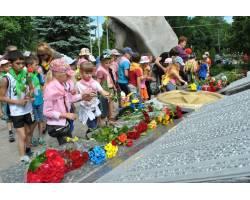 22 червня в сквері Слави проведено покладання квітів
