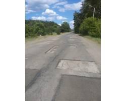 Роботи по поточному ремонту доріг у м. Чугуєві продовжуються