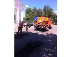 В місті Чугуєві продовжуються роботи по поточному ремонту доріг