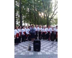 22 вересня з нагоди Дня людини похилого віку у сквері «Мелодія» для мешканців та гостей міста виступив зі святковим концертом ветеранський творчий колектив «Надежда».
