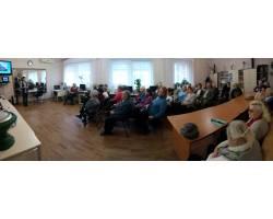 Напередодні Новорічних свят у Територіальному центрі соціального обслуговування (надання соціальних послуг) Чугуївської міської ради пройшла зустріч підопічних з працівниками Центральної бібліотеки.