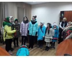 Вертеп з НВК № 5 привітав освітян з різдвяними святами