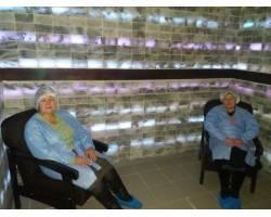 У Територіальному центрі  соціального обслуговування (надання соціальних послуг) Чугуївської міської ради створена кімната спелеотерапії, яка знаходиться на цокольному поверсі.
