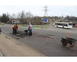 розпочаті роботи по поточному ремонту доріг міста